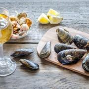 Muscheln und ein Glas Wein