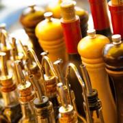 Rotwein, Olivenöle und Gewürze